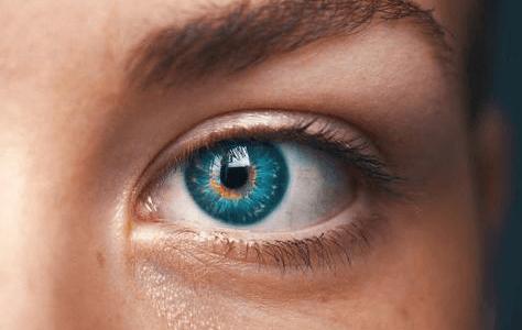 10 Hausmittel, die müde Augen munter machen